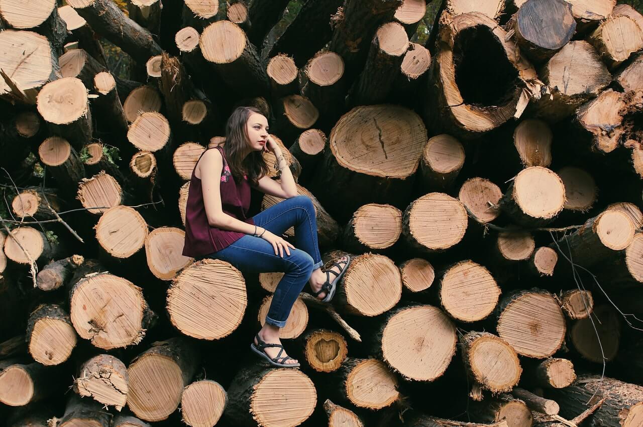木材と女性